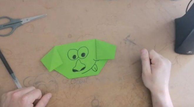 Un petit chien en origami plié par Nathan
